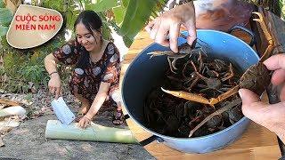 Món ăn dân dã miền tây: Gỏi con còng trộn chuối cây #namviet