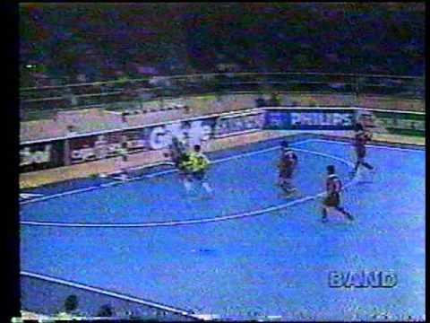 Brasil - Futsal - Campeão Mundial em 1996 - YouTube 81da8376ec301