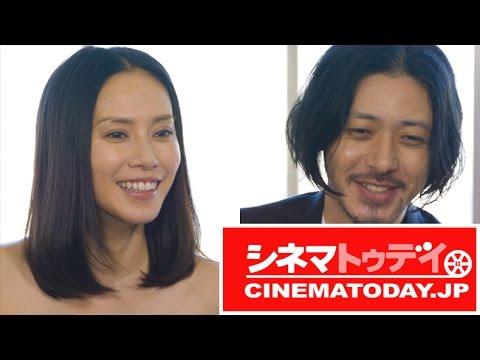 映画『FOUJITA』の主演を務めたオダギリジョーと中谷美紀にシネマトゥデイが単独インタビューを行った。 「(現場に)インする前は監督とケンカす...