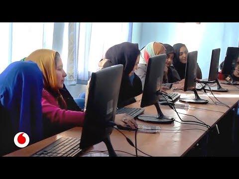 La joven perseguida en Afganistán por ayudar a las mujeres con tecnología