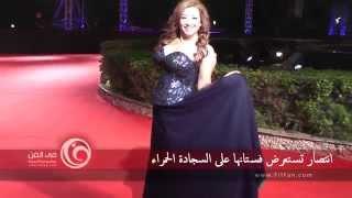 إنتصار تستعرض فستانها في مهرجان القاهرة السينمائي الدولي