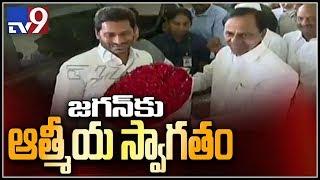 సీఎం కేసీఆర్తో వైఎస్ జగన్ భేటి - TV9