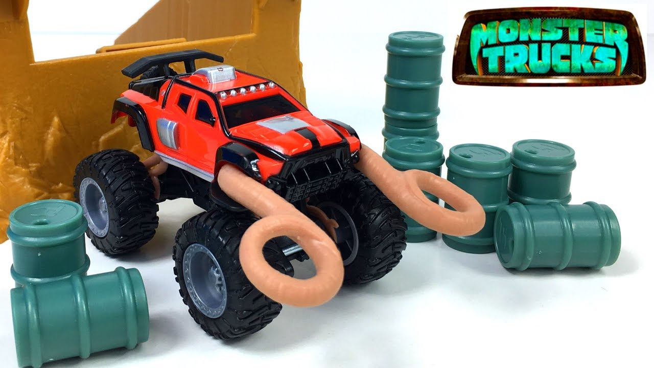 Monster Trucks Ragin Red Big Rock Jump Set Launch And Crash With Two Ramps And Barrels Unboxing Youtube