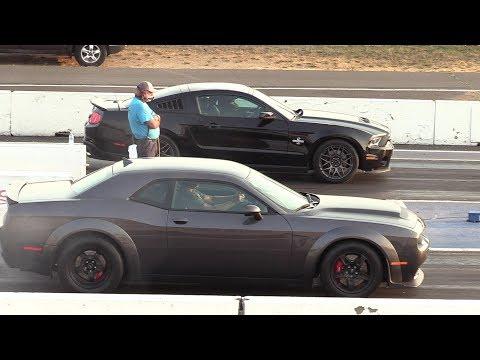 Dodge Demon vs Shelby GT500 - drag race