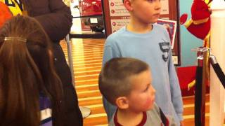 3 Mall Security Guards called on father Videotaping his Kids on Santa