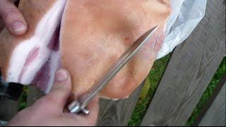 удар ножом - тестирование свиного бока на рубку ножом и рез ножом в одежде