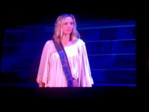 Kristen Bell singing