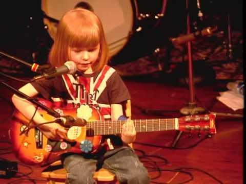 """5-year-old boy plays """"Folsom Prison Blues"""" by Johnny Cash"""