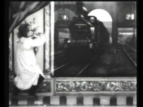 The Countryman and the Cinematograph (R.W. Paul, 1901)