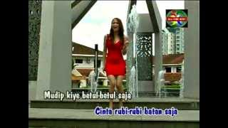 Dangdut Bicinta - Christina Piranha - Stafaband