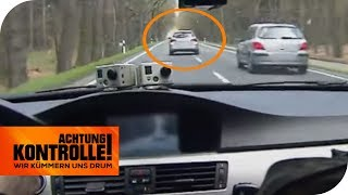 Mercedes-Raser heizt wie ein Wilder! Polizei kann kaum messen!   Achtung Kontrolle   kabel eins