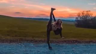 Ещё одно видео, где девушка танцует шафл/shaffle(Девушка плавно переходит из одного стиля танца в другой. Стройная фигура и красивая внешность само сабой), 2016-09-10T02:04:51.000Z)