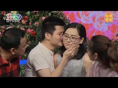 Cặp đôi trong trắng chưa từng yêu ai, hạnh phúc tột độ khi HÔN NHAU giữa sóng truyền hình  BMHH 😍