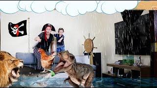 Mãe e Filho Brincando de Piratas do Caribe no Mar da Fantasia