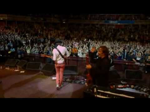 Kasabian - L.S.F. (Teenage Cancer Trust 2007)