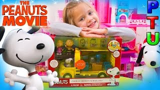 PEANUTS Charlie Brown's Schoolbus SNOOPY Movie TOY Wheels on the Bus Go Round and Round Song