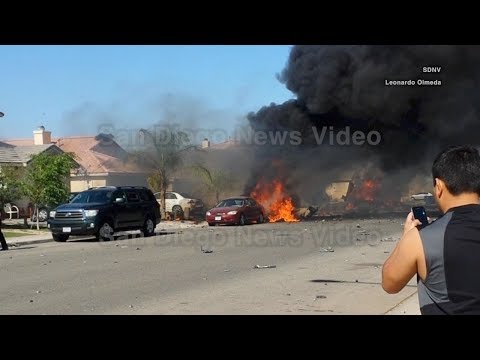 Military AV-8B Harrier jet crashes into 3 homes in Imperial California (2014 video)