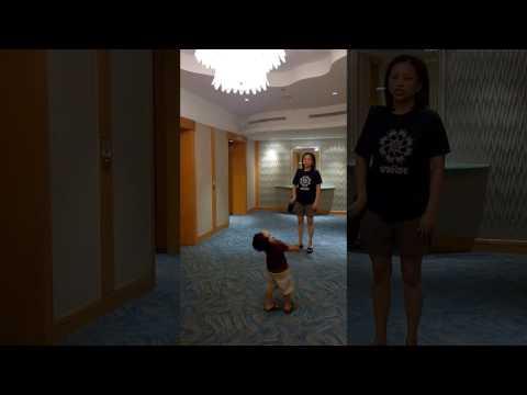 20140316 08 26 36 Looking at Lights at Hotel lobby