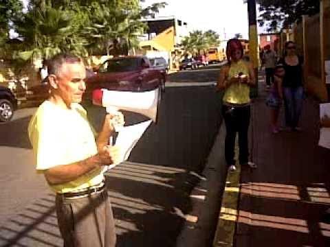 Protestan los padres frente a la Esc Luis M Santiago, Toa Baja