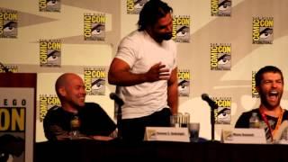 Manu Bennett Doing the Haka @ SDCC 2012 Spartacus Panel