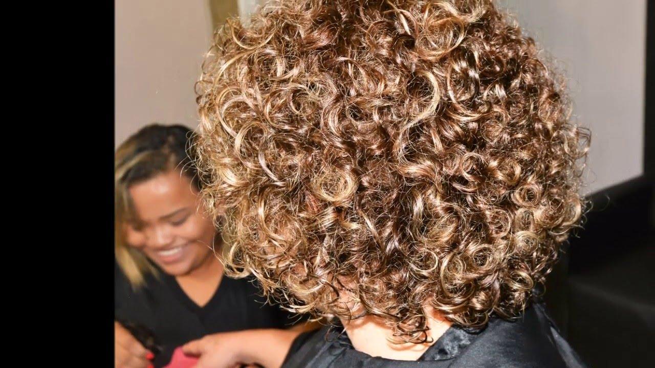 Corte a seco cabelo cacheado a seco curto em degrade