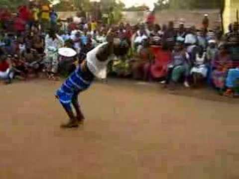 Dundunba in Conakry Circus Baobab
