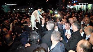 Փաշինյանին «առանձնատան համար» շուն նվիրեցին Ախալքալաքում