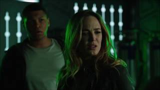 Сара против Белой Канарейки в сериале