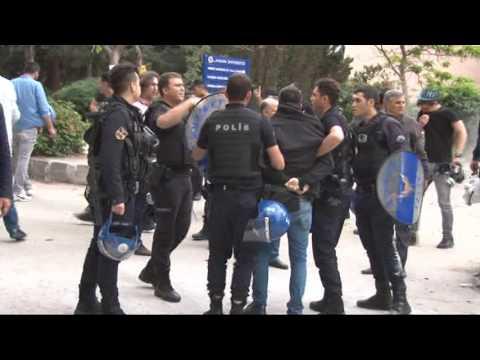 Ankara Üniversitesi'nde İki Karşıt Grup Birbirine Girdi
