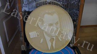 Лазерная гравировка портрета на оргстекле.(, 2016-05-05T07:46:22.000Z)