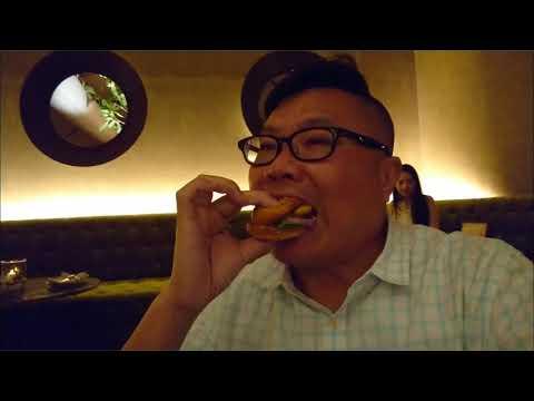 原來曼谷emquartier商場上也有天台酒吧餐廳而且仲有條嚇死你天橋