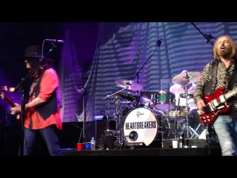 16  Refugee TOM PETTY & THE HEARTBREAKERS  LIVE Chicago United Center 8-23-2014 BY CLUBDOC