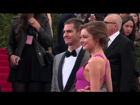 Are Emma Stone & A... Andrew Garfield Engaged