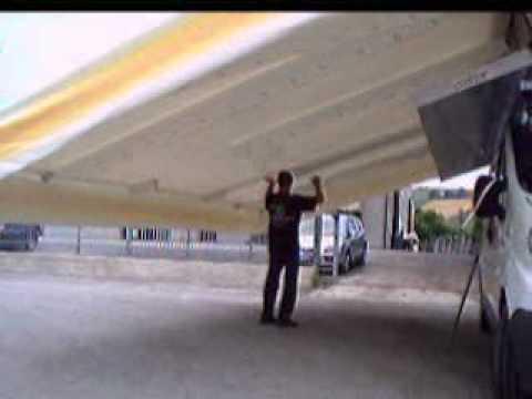 Raffiche di vento fanno volare merci e tende al mercato fuggi