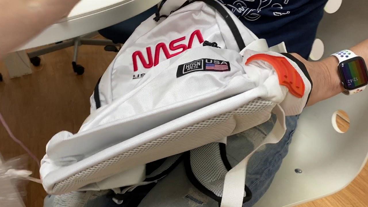 出門外拍前來開箱一下收藏已久的NASA授權後背包!