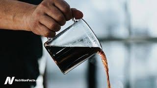 Platí přínosy pití kávy pro všechny?