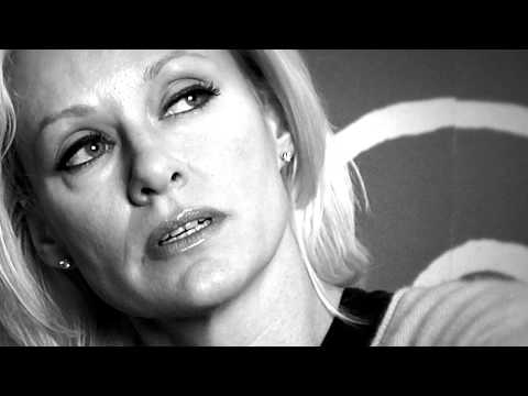 Shelby Lynne - Raw and Unflinching Interview, Black & White [HD]