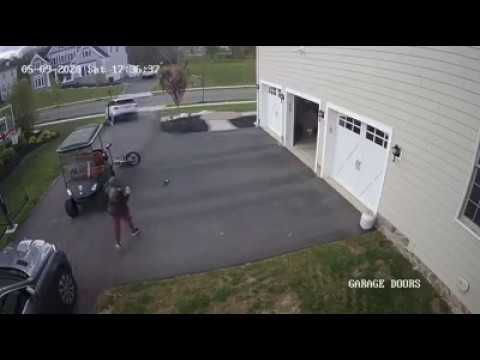 The Middletown homeowner is injured trying to stop broad daylight vehicle theft.