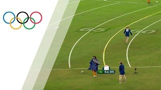 Startled sound operator almost gets hit by Perkovic´s discus throw