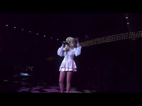 Kerry Murphy /Kelly Andrews as Good Golly Miss Dolly Dolly Parton Tribute