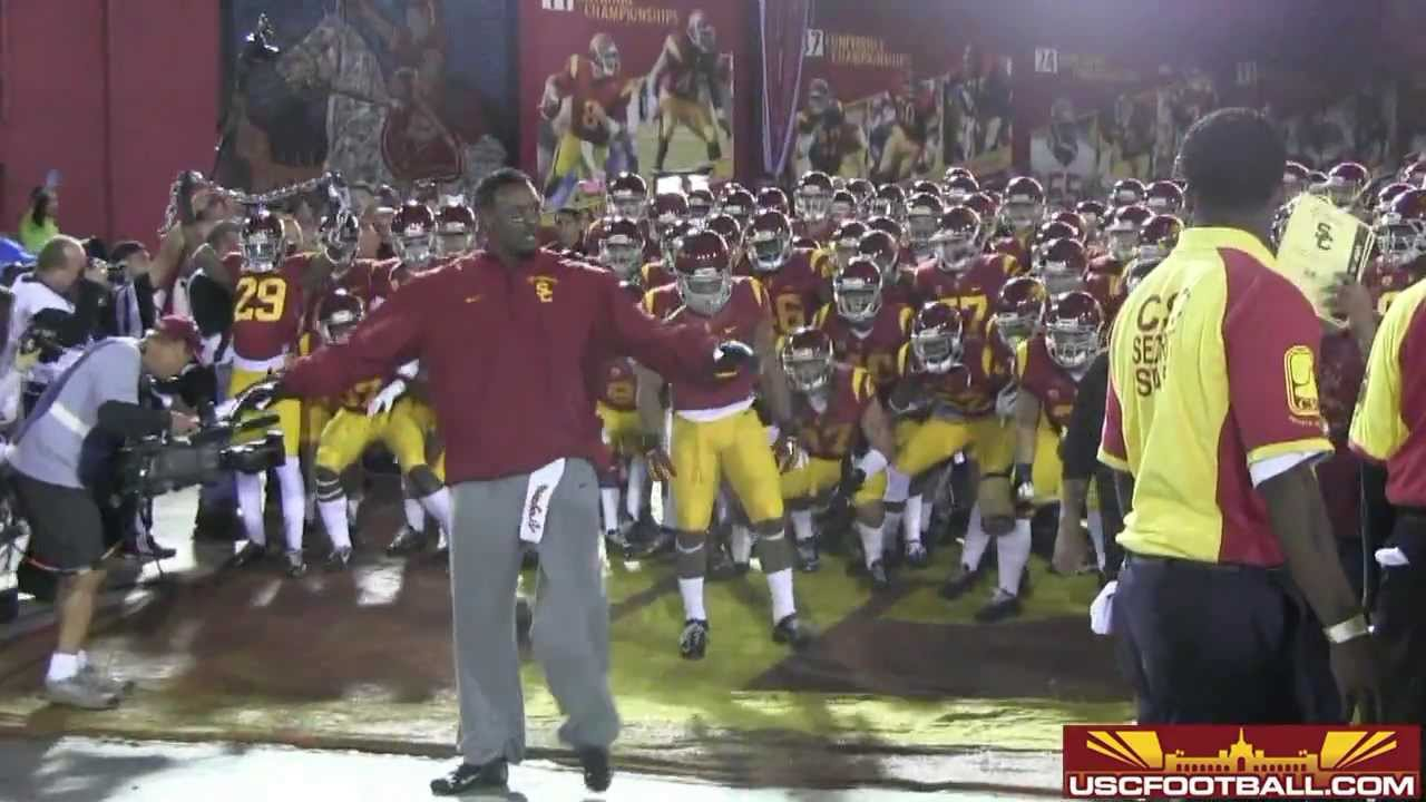 new arrivals 65663 52e86 USC seniors honored against UCLA and Willie McGinest suits up