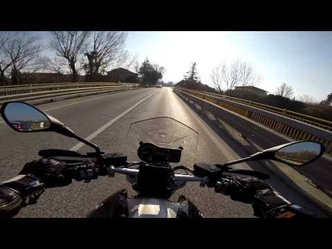 BMW R1200R LC - A short walk, testing the Zoom H2N