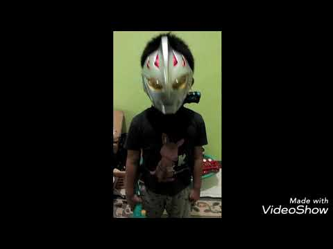 Rama with ultraman mask sings a song