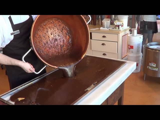 How to Make Fudge at the Fantasy Fudge Factory in Niagara Falls