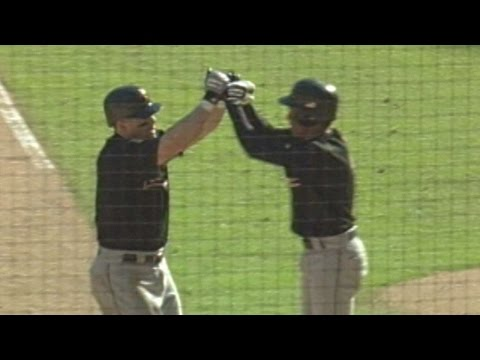 HOU@STL: Bagwell clubs 39th home run of 2001 season
