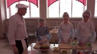 Как приготовить простые салаты в школьной столовой