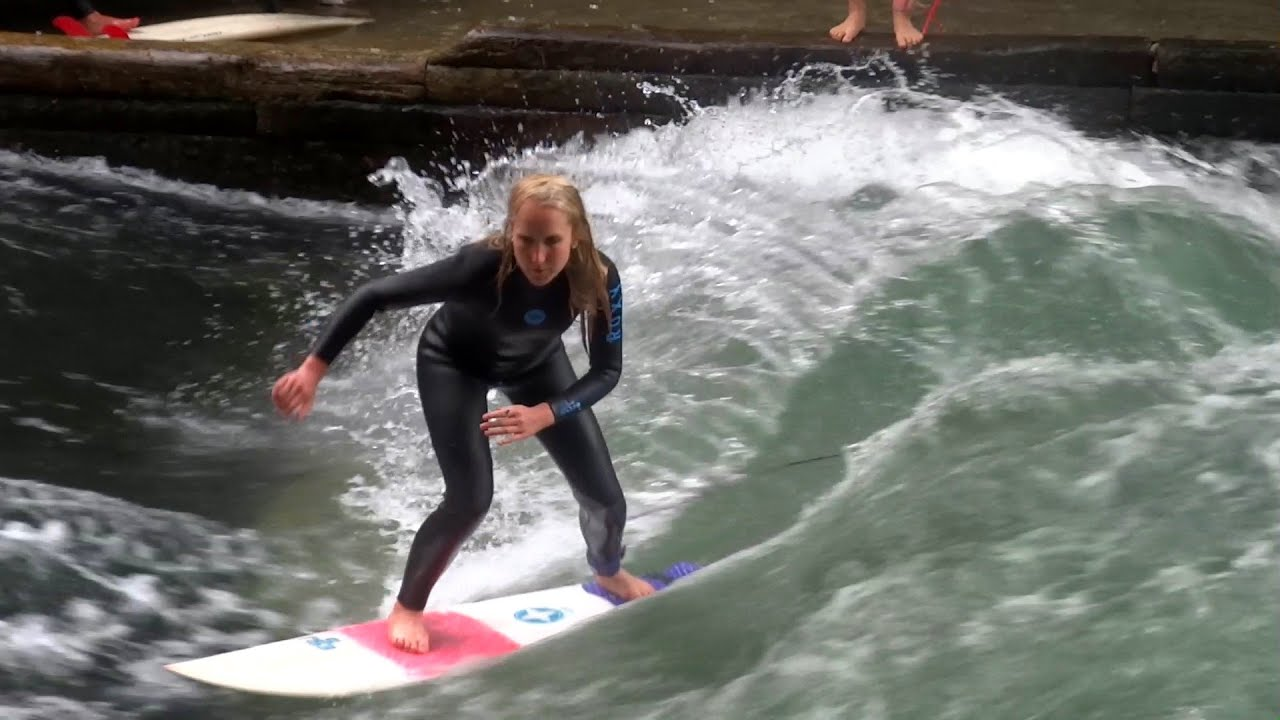 Spektakuläres Isar Eisbach Surfen in München / River Surfing in Munich - YouTube