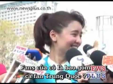 "[24.01.2012] Phỏng Vấn Aom Tại Buổi Ra Mắt Phim ""Chob Kod LIKE Chai Kod LOVE"""