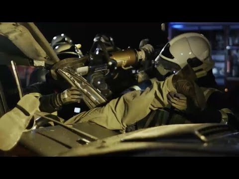 Man zit gekneld in autowrak en kan niet meer ademen...