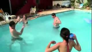 Не прыгайте в бассейн после приема пищи